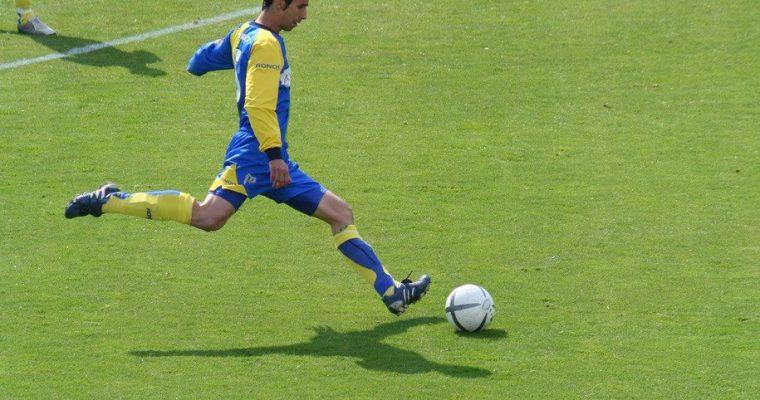 Postitiva och negativa saker med att spela fotboll i en fotbollsklubb